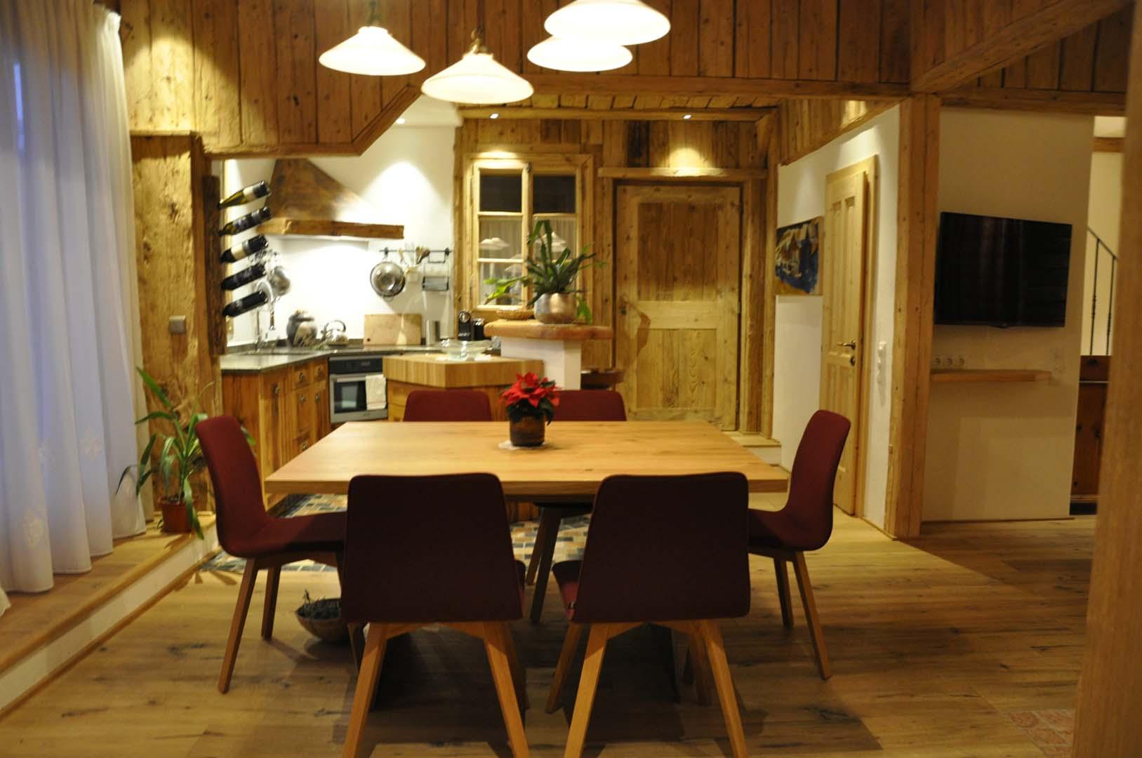 Luxus-Chalet-Ladis-Ferienhaus-Essplatz-Küche