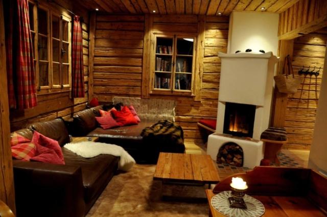 chillige Lounge mit Kamin